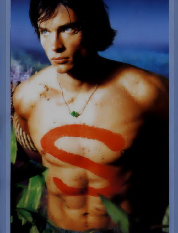 Tom Welling Shirtless as Clark Kent in Superman Smallville